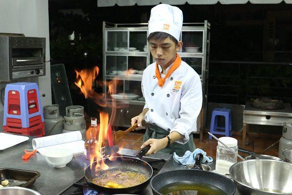 Nghề nấu ăn ngày càng thu hút nam giới theo học